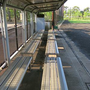 井の頭公園 草野球グラウンド ベンチ
